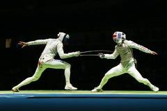 Rysk attackStorbritannien för fäktare (v) fäktare på männens kvartsfinalen för lagfolie av Rio de Janeiro 2016 OS Arkivbild