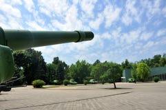 Rysk behållare och haubits gammala vapen arkivfoto