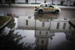 Rysk bil i drevstation Royaltyfri Bild