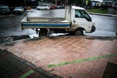 Rysk bil i drevstation Royaltyfria Foton
