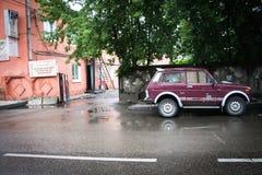 Rysk bil i drevstation Royaltyfri Foto