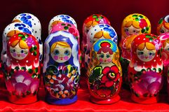 Rysk bygga bodocka och att stapla dockor eller den ryska dockan, a-matryoshkadol, ryska traditionella leksaker, babushka, barndoc arkivbild