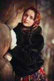 Rysk flicka i byn Royaltyfri Foto
