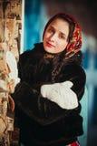 Rysk flicka i byn Arkivfoto
