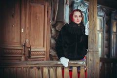 Rysk flicka i byn Arkivbilder