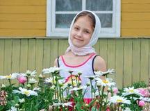 Rysk flicka i en sjalett Royaltyfri Fotografi