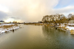 Rysk flod för vinter i solig dag Royaltyfri Bild