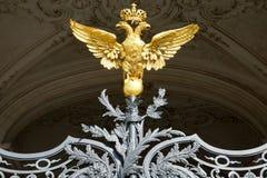 Rysk guld- dubblett-hövdad örn i eremitboningen, St Petersbur Arkivfoton