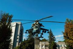 Rysk helikopter Mi - 24 monument Arkivbilder