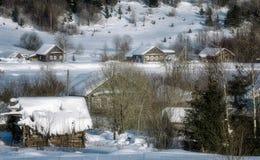 Rysk by i vinter arkivbilder