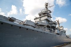 Rysk krigsskepp på pir royaltyfri foto