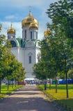Rysk ortodox kyrka av helgonet Catherine i en solig festlig dag Arkivbild