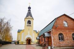 Rysk ortodox kyrka i Moscow royaltyfria foton
