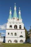 Rysk ortodox kyrka med belltowers Arkivbild