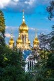 Rysk ortodox kyrka på Nerobergen, Wiesbaden, i Tyskland royaltyfri fotografi