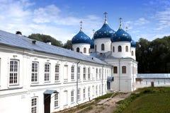 Rysk ortodox Yuriev kloster, kyrka av Exaltation av korset, stora Novgorod, Ryssland Royaltyfria Bilder