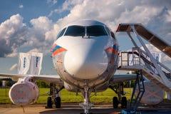 Rysk passagerarenivå Sukhoi Superjet-100 Royaltyfri Fotografi