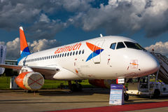 Rysk passagerarenivå Sukhoi Superjet-100 Royaltyfria Bilder