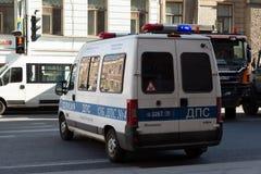 Rysk polisbensindriven bil på gatan royaltyfria foton