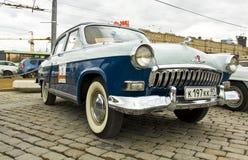 Rysk retro bil Volga Royaltyfria Bilder