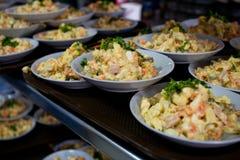 Rysk sallad i en matsal fotografering för bildbyråer