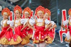 Rysk skönhet i Rodnichok folkgroupe Royaltyfri Foto