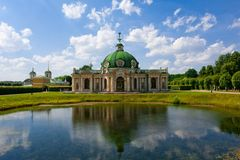 Rysk slott i godset av Kyskovoen i Moskva arkivfoton