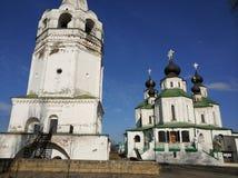 Rysk tempel av kyrkliga klockor, Ryssland Fotoet justeras Foto av konst Arkivfoton