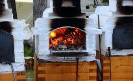 Rysk trä-bränning ugn royaltyfri bild