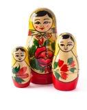 Ryska dockor som isoleras på vitbakgrund Arkivfoton