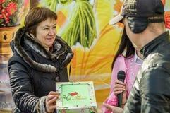 Ryska folk övervintrar festival i den Kaluga regionen på mars 13, 2016 Arkivfoto