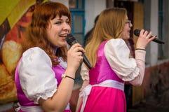 Ryska folk övervintrar festival i den Kaluga regionen på mars 13, 2016 Arkivbild