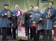 Ryska folk ansamble Lenok arkivbild