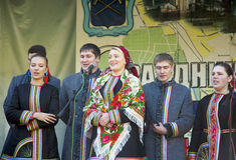 Ryska folk ansamble Lenok royaltyfri fotografi