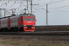 Ryska järnvägar för pendeltåg i rörelse Royaltyfri Fotografi
