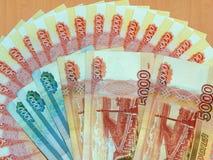Ryska pengar av 5000 och 1000 rubel Royaltyfri Fotografi
