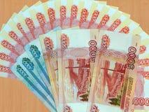 Ryska pengar av 5000 och 1000 rubel Fotografering för Bildbyråer