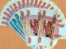 Ryska pengar av 5000 och 1000 rubel Arkivfoton
