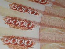 Ryska pengar 5000 rubel på en vit bakgrund Royaltyfria Foton