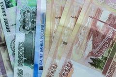 Ryska sedlar av olikt v?rde arkivfoton