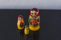Ryska traditionella dockor Matrioshka - Matryoshka eller Babushka Fotografering för Bildbyråer