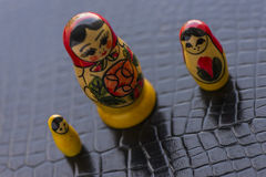 Ryska traditionella dockor Matrioshka - Matryoshka eller Babushka Royaltyfri Foto
