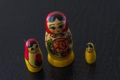 Ryska traditionella dockor Matrioshka - Matryoshka eller Babushka Royaltyfri Fotografi