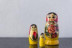 Ryska traditionella dockor Matrioshka - Matryoshka eller Babushka Royaltyfria Foton