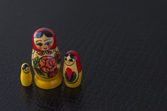 Ryska traditionella dockor Matrioshka - Matryoshka eller Babushka Arkivfoton