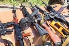 Ryska vapen Prövkopior av ryska handeldvapen Arkivfoton