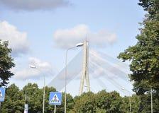 Ryski august 22 2014 - Kablowy most od Ryskiego w Latvia Zdjęcia Royalty Free