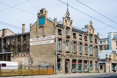 RYSKI, LATVIA, LIPIEC - 18, 2015: Stary budynek rowerowa fabryka przy Ryskim Obraz Stock