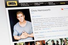 RYSKI, LATVIA, Luty - 02, 2017: IMDb biografii profil sławny aktor Chris Hemsworth Obraz Stock