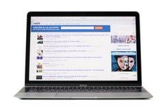RYSKI, LATVIA, Luty - 06, 2017: ogólnospołeczny środka miejsca reddit com na 12 Macbook calowym laptopie Zdjęcia Stock